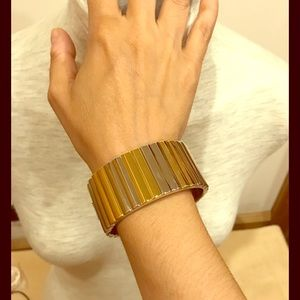 NWT Oval white and yellow metal hinged fluted cuff
